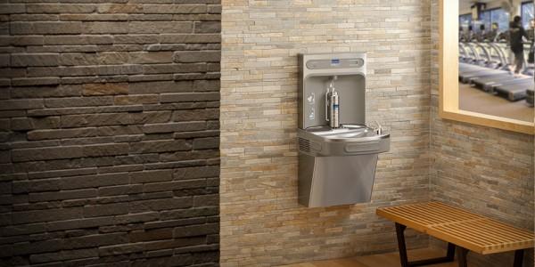 Elkay® EZH2O® la estación de llenado de agua sostenible, que optimiza tu instalación